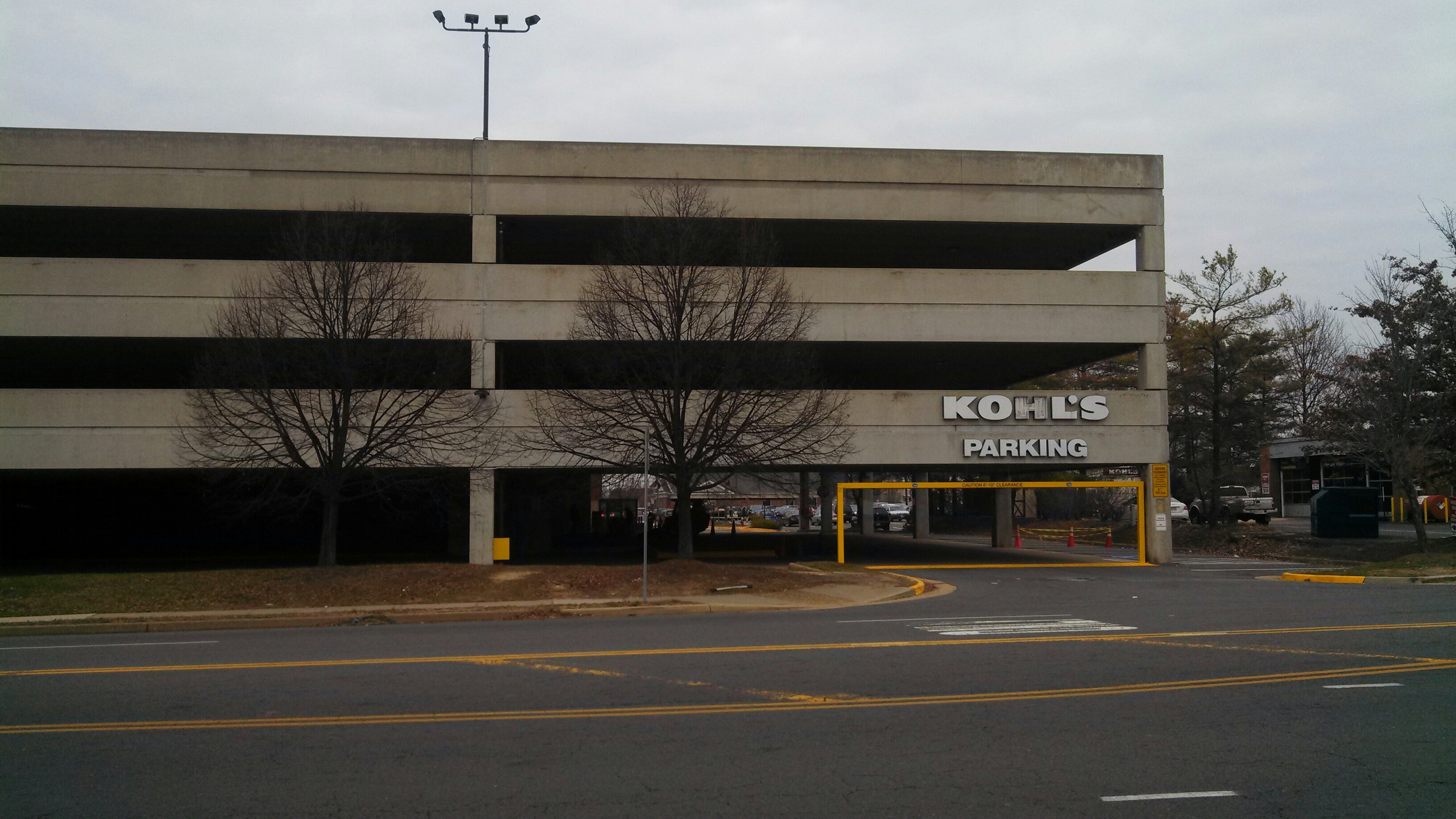 Herndon Park & Travel- Covered Garage (Crowne Plaza IAD)